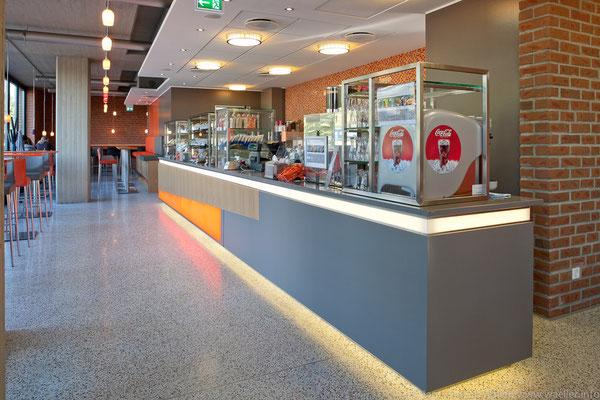 Thekenanlage mit Getränkespender; Foto: Jan-Frederik Wäller