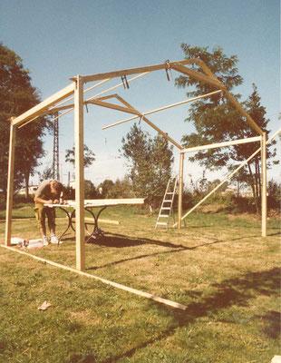 Villanern selbstentworfene und -gebaute Zelt, dass später auch beim Straßenfest genutzt wurde