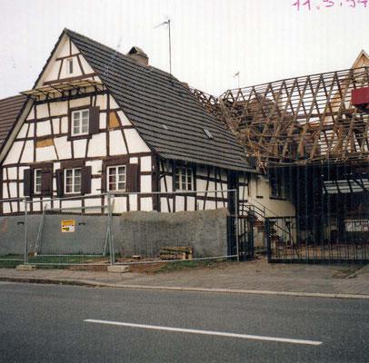 Adlerstraße 1, Anna und Franz Heck, neben Kunschners Laden, 1994