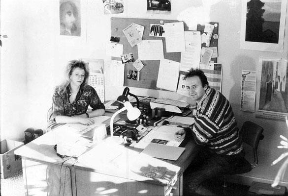 AWO-Mitarbeiter Ute Eisenacher & Edmund Taller, im Büro im 1. OG, wahrscheinlich Mitte bis Ende der 80er Jahre