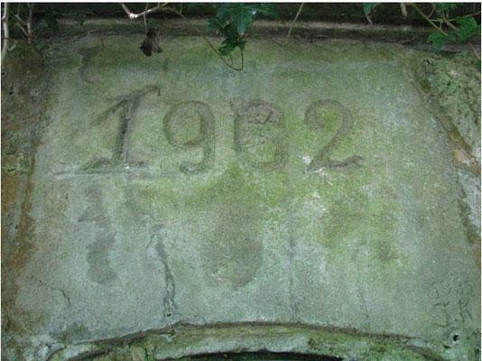 Ausgebesserter Stein über der Eingangstüre des Hochbehälters I von 1902