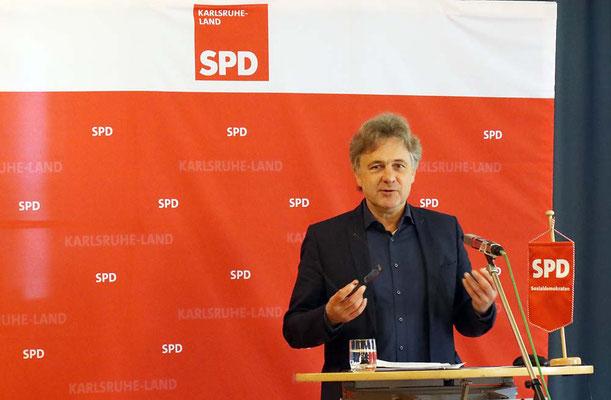 Oberbürgermeister Mentrup aus Karlsruhe als Redner
