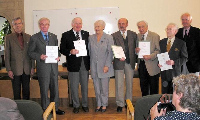 """Foto 2006: Herr Wildemann erhielt zahlreiche Auszeichnung, z.B. Ehrenmitgliedschaft im Verein """"Badische Heimat"""" (25.07.2005), Ehrennadel des Arbeitskreises """"Heimatpflege"""" (23.05.2006). Hier mit Sieglinde Hämmerle."""