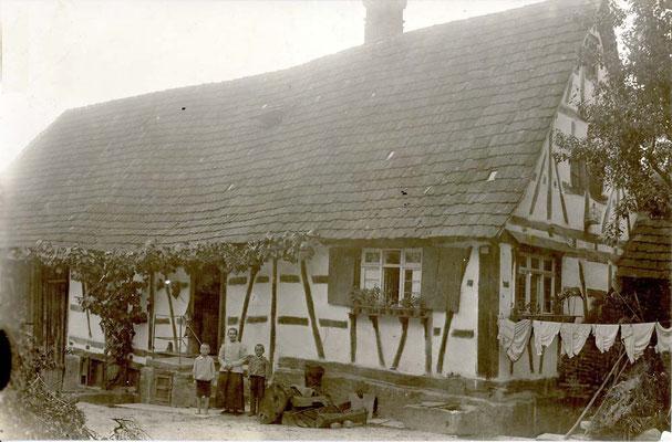Ölmühle Hitscherich Hofseite mit Flora Hitscherich