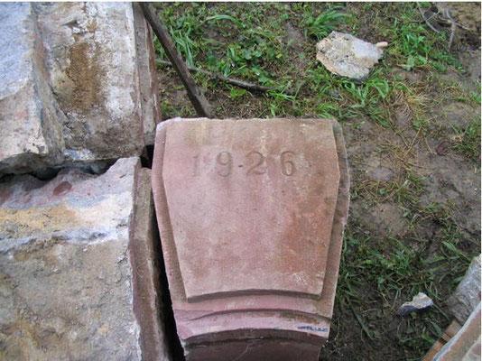 Stein mit der Jahreszahl 1926