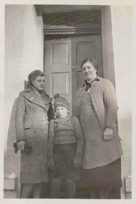Mutter Lina Oberle und Kinder während des Krieges