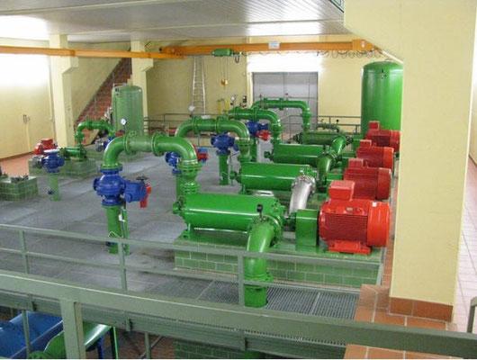 Pumpen in S 1 für den Weitertransport des Trinkwassers in die höher liegende Orte