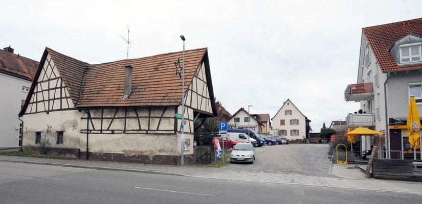Vorne Scheuer Essl, Nr. 68, hinten Haus Nr 72 die abgerissen werden sollen