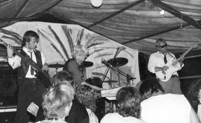 Band La Grange mit Frontmann Gunzi Heil (mitte), Rocktoberfest