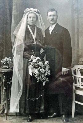 10.8.1920 Hochzeit Hofmann Veronika, geb Balzer *6.1.1895 +18.4.1966 & Theodor *10.1.1892 +7.10.1976