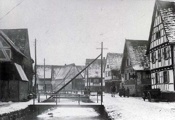 Adlerstraße mit Bach