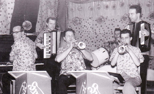 Hilmar Clemens (Klavier und Akkordeon) - Karl Weishaupt (Akkordeon) - Karl Kassel (Trompete) - Karl Wolf (Schlagzeug) - Walter Wilfinger (Trompete) - Ludwig Kastner (Akkordeon und Klarinette)