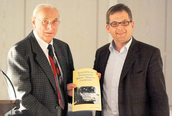 Alois Herzog und Bürgermeister Elmar Himmel 2015