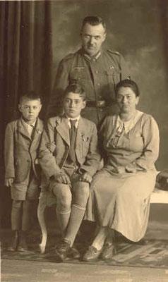 Familie Schmitt 1940, Theodor, Hermine und Söhne Eugen und Otto