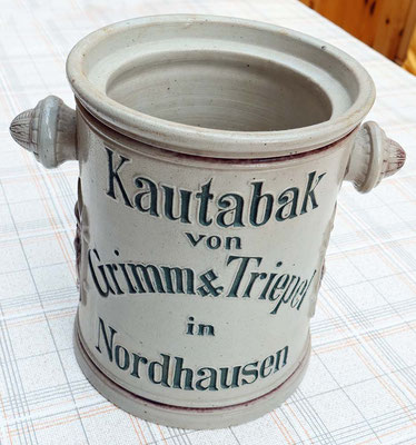 Kautabakgefäss, stand beim Friseur Müller und wurde benutzt.