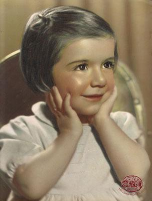5. Portrait Elena Tobdjian, daughter of Avedis and Aracsi