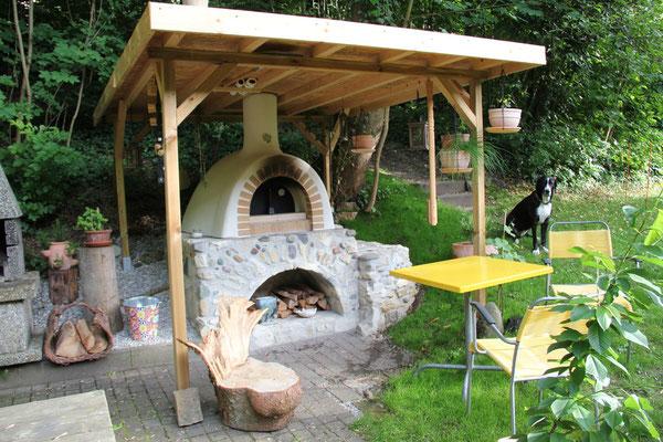 Pizzaofen mit Dach