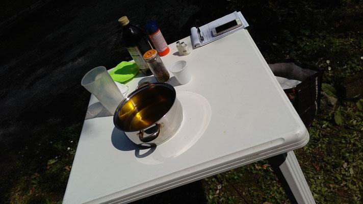 tavolo da lavoro, olio extra vergine