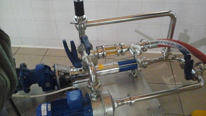 il mosto di birra viene travasato nel tino/filtro per separare i liquidi dai cereali esausti detti fecce