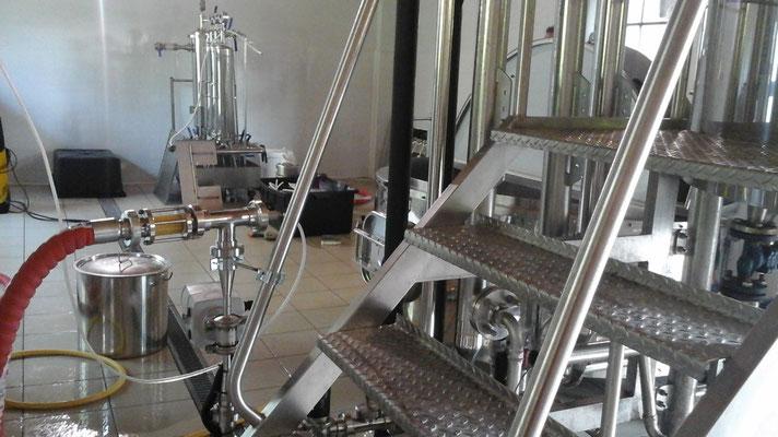 il mosto di birra viene travasato nel tino di fermentazione