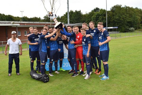 Blau-Weiß Papenburg sicherte sich den Hanrath-Cup 2017. Im Finale hatte die Landesligaelf den Bezirksligisten Frisia Loga mit 4:0 Toren besiegt.