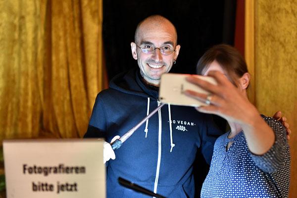 Dr. Mark Benecke: Selfie mit Fans