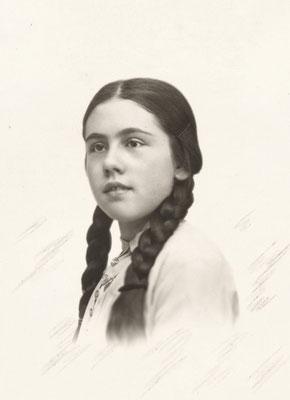 Marie LE BAILL (1918-2009) vers 1932
