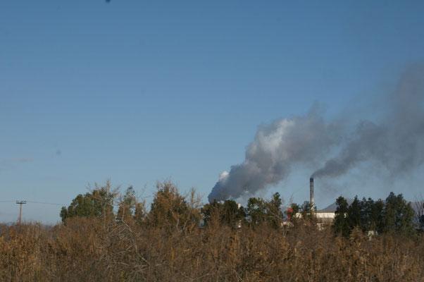 Diese Fabriken haben uns heute Nacht mit Rauch und Gestank eingedeckt.