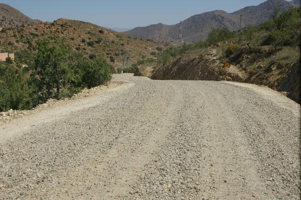 Schotterpiste unterbrochen von Baustellen,über viele Kilometer