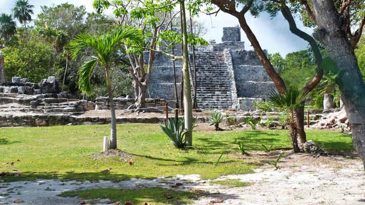 Gleich daneben eine Mayaanlage die leider geschlossen ist.