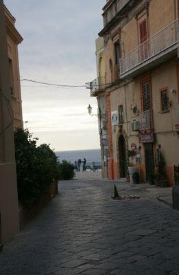 Immer wieder Blick hinaus auf's Meer in Tropea