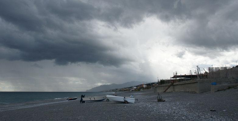 Nach Süden sieht es so aus in Nizza di Sicilia, aber.....