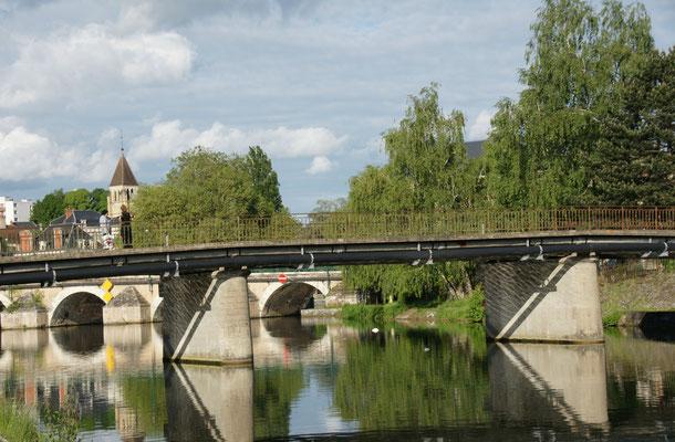 Die Brücke in die Innenstadt von Vierzon