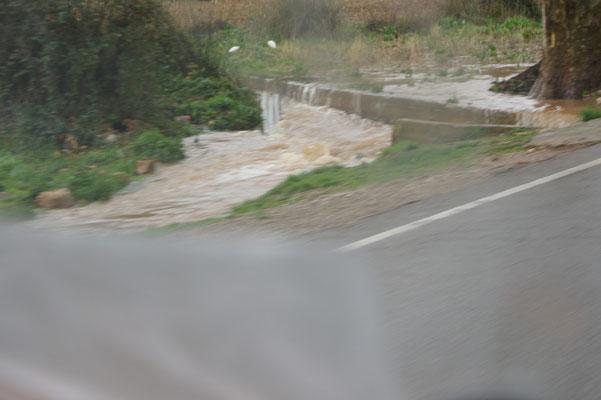 Richtung Immouzer, Ganz schön viel Wasser