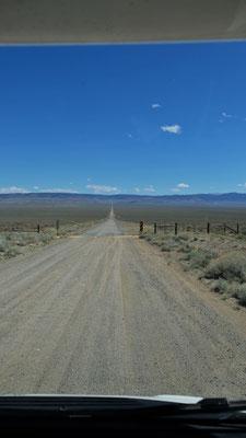 Wir verlassen den Highway und nehmen die Piste, die gar nicht so angenehm ist,....