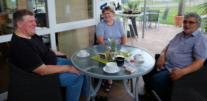 Noch ein letzter Kaffe vor der Rückreise in die Schweiz, im Restaurant auf dem Camping Orsingen