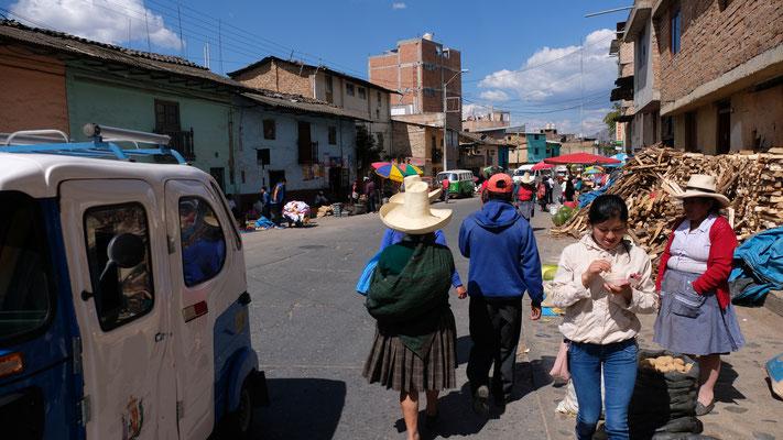 Wir laufen über den Markt
