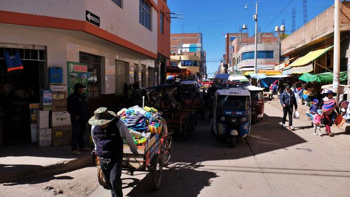Markt in der ganzen Stadt Juliaca