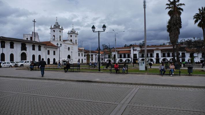 Wir parken in Chachapoyas als einzige beim Plaza de Armas