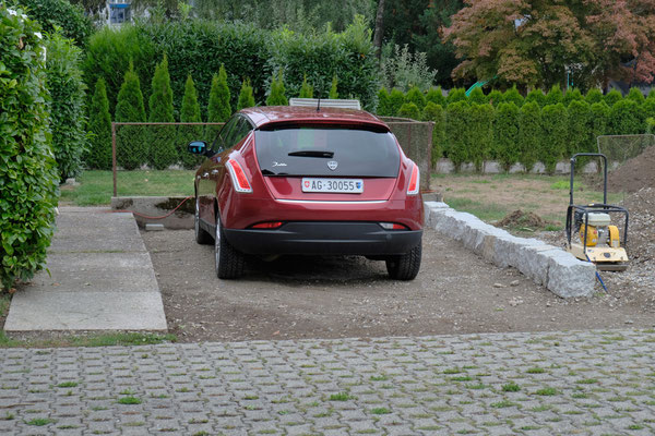 Der Parkplatz in Sarmensdorf entwickelt sich.