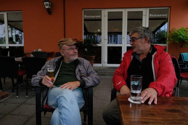 Werner und Alois haben sich vieles zu erzählen