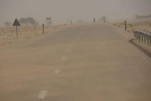 Luft anhalten geht nicht mehr, viel zu viel Sand auf dem Weg nach Zagora