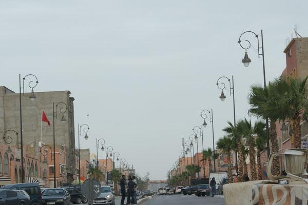Breites Boulevard in Es Smara