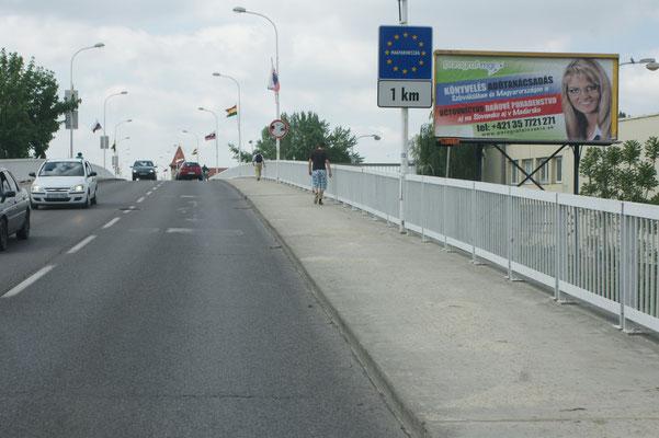Ueber die Brücken geht's nach Ungarn