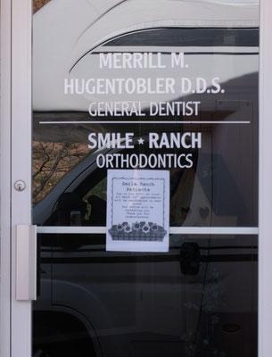 Die Zahnärztin muss wegen des grassierenden Virus die Praxis schliessen