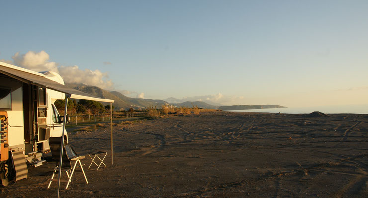 Vor Praia a Mare, den ganzen Strand teilen wir uns mit einem einzigen Fischer.