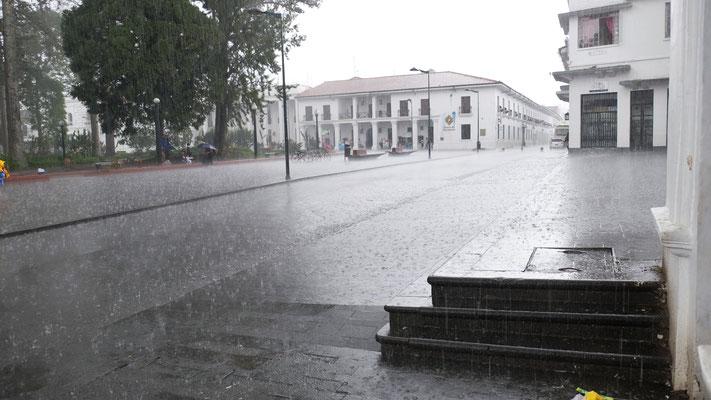 ....müssen wir uns vor dem Starkregen retten.