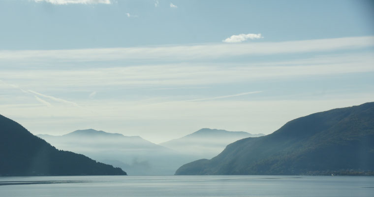 Der Süden des Lago Maggiore liegt im Nebel