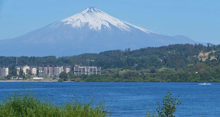 In Villarrica stehen wir wunderschön, direkt am Wasser mit Blick auf den gleichnahmigen Vulkan