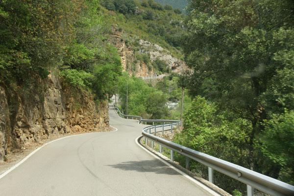 romantische Strasse im Valle roncal......